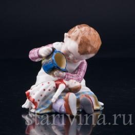 Девочка, поящая куклу, E & A Muller (Schwarza-Saalbahn), Германия, нач. 20 в